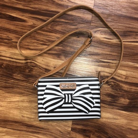 Kenneth Cole Reaction Handbags - Authentic Kenneth Cole Reaction Crossbody bag